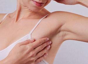 女性每月自检乳房很重要