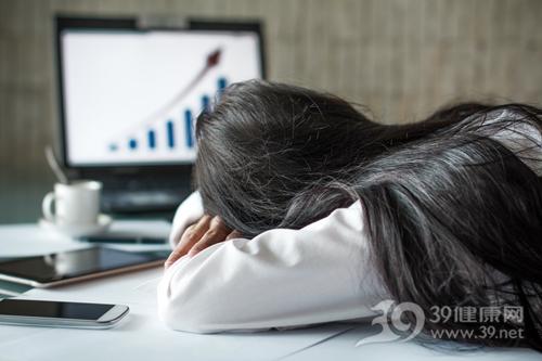 青年 女 加班 趴睡 睡觉 办公室 工作_20112641_xxl