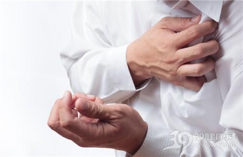 中老年人 男 心痛 心脏 疼痛 生病 恐惧 胸部_9775214_xxl
