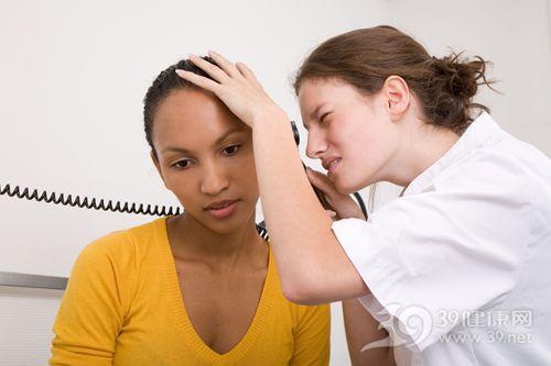 青年 女 医生 检查 耳科 耳鼻喉 耳朵 体检_3369904_xxl