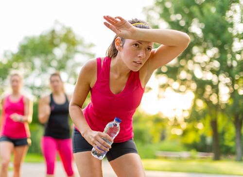 运动 健身 跑步 喝水 女性
