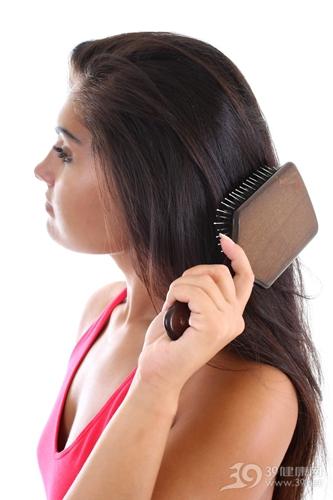 青年 女 梳头 长发 头发 梳子_7667082_xxl