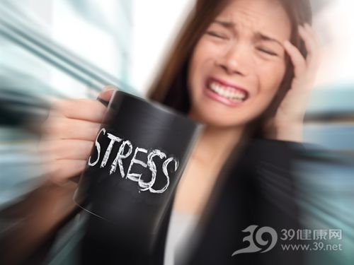 青年 女 压力 杯子 头痛_21198586_xl