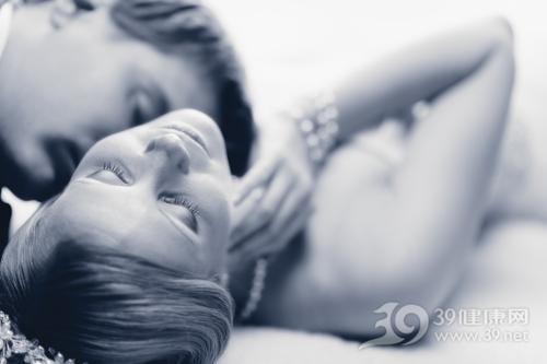 女性生殖器疱疹的症状是什么?