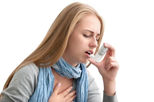 女 青年 生病 哮喘 过敏 呼吸器