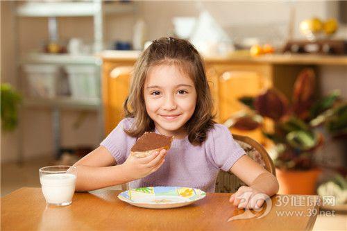 孩子 女 早餐 吃东西 牛奶 巧克力 蛋糕 面包_13256323_xxl