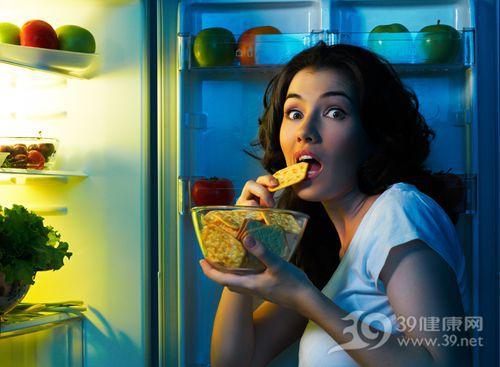 青年 女 饼干 吃东西 冰箱 饥饿 夜宵_14058938_xxl