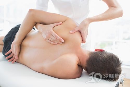 青年 男 理疗 治疗 按摩 肩膀 肩周炎 疼痛_ 27120131_xxl
