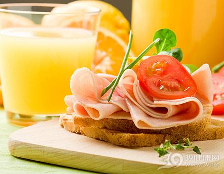 早餐-火腿-面包-西红柿-橙汁-橙子_9703722_xxl