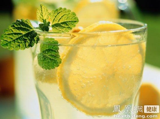 多喝柠檬水 6件小事全面增强肝功能