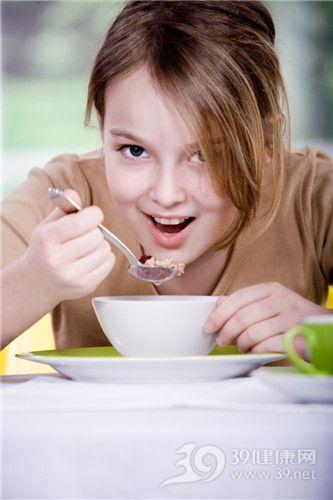 孩子 女 进食 吃东西_8636668_xxl