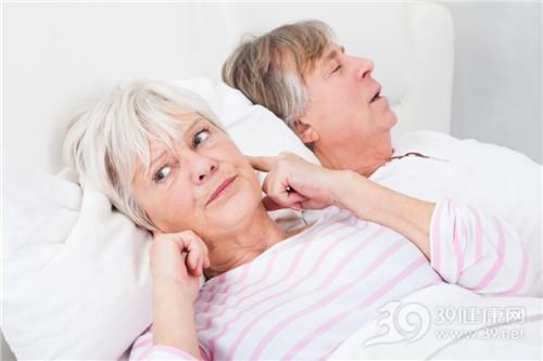 中老年人 男 女 夫妻 睡觉 打鼾 失眠_25537370_xxl