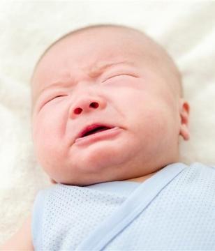 宝宝口中长白斑或是鹅口疮