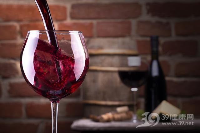 女性喝红酒_女人喝红酒有什么好处?8大益处意想不到!_39健康网_女性