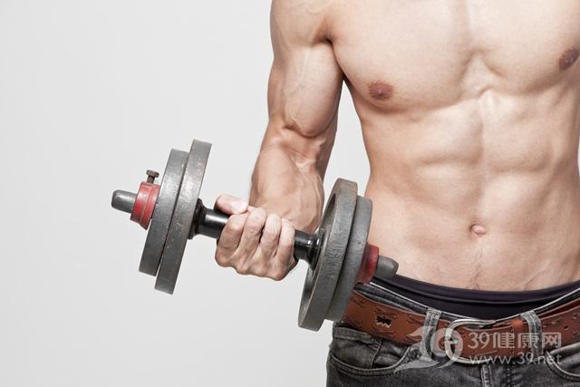 青年 男 运动 健身 哑铃 肌肉 胸肌_21798692_xxl