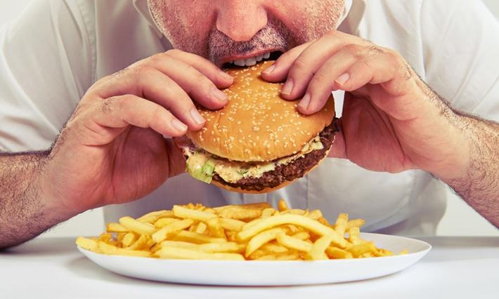 吃饭玩手机会长胖?!专家告诉你确有此事