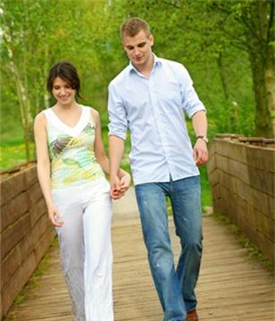 男人应酬时为何都喜欢带女伴?