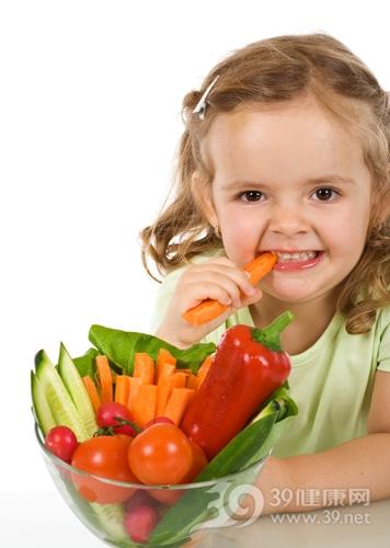 孩子 女 吃东西 蔬菜 西红柿 胡萝卜 青椒 黄瓜_4384356_xl