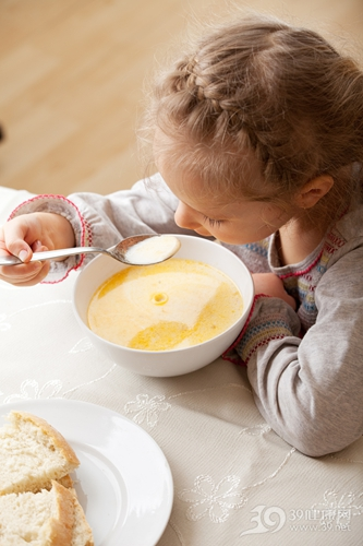 孩子 女 早餐 牛奶 粥 面包 吃东西_13086374_xxl