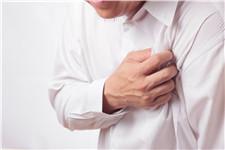 中老年人 男 心痛 心脏 疼痛 生病 恐惧 胸部_10706838_xxl