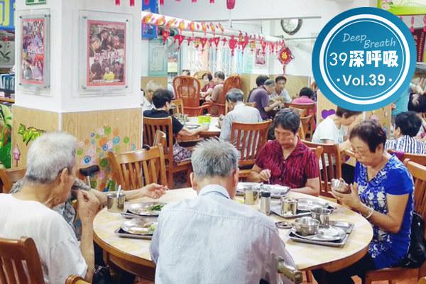 """""""空巢老人""""占中国老人的一半!父母年老,子女该不该陪在身边"""