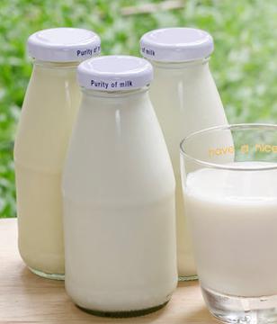 夏天喝冰牛奶好�幔肯奶旌缺�牛奶��有�I�B�p失�幔�