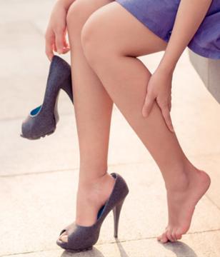 长期穿高跟鞋会造成什么危害?三种危害是长年累月