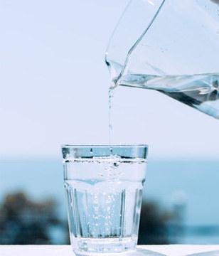 """女人每天喝3杯""""水"""",漂亮又健康!"""