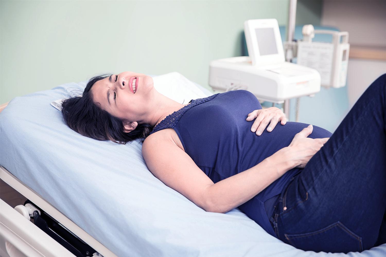 25岁母亲赌命生子,孕妇是剖腹产好还是顺产好?医生