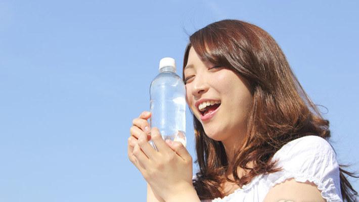 告诉你一个减肥小秘密,多喝点水