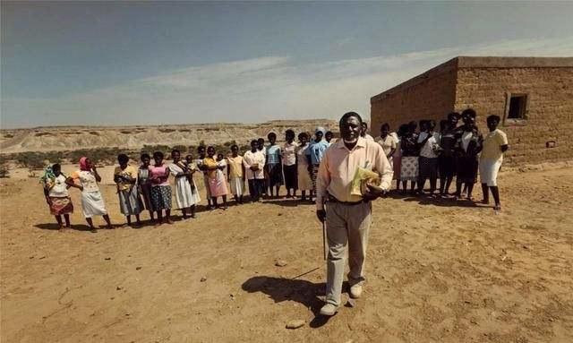 非洲男子去世,一生娶了49位妻子,网友:难怪会得前列腺癌!