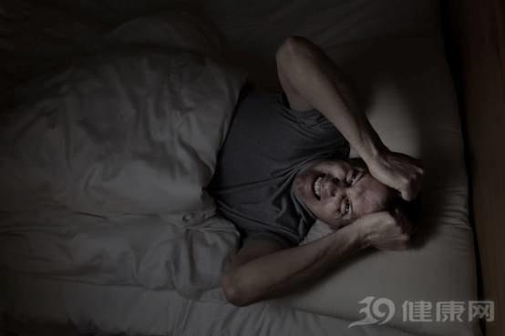 说明:44岁是男人一道坎!身体出现4个迹象,说明你的身体已经透支