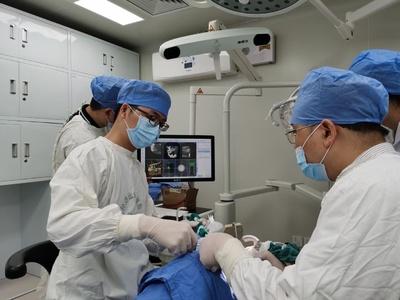 """华南首例!实时导航下腓骨瓣种植体植入术,为口腔肿瘤患者""""补""""牙"""