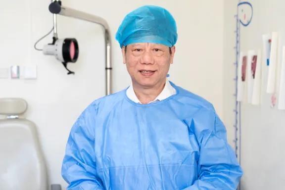 张湘民:用侠骨仁心治病,为试验新手术甘当