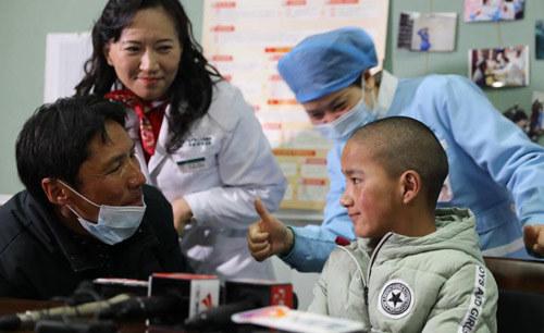 """西藏女孩11年聋哑,不远千里来穗求治!耳蜗开机成功,张口就会叫""""爸"""""""