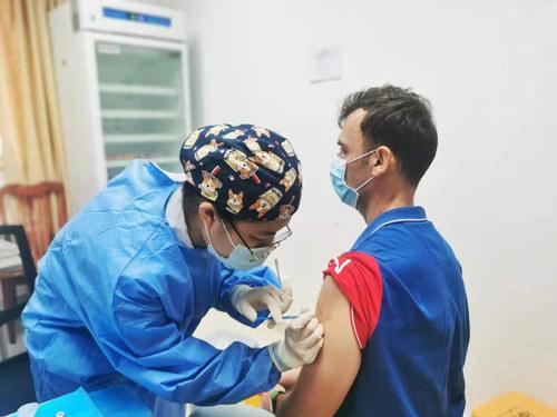 省二医为外籍人士和港澳同胞开放新冠疫苗接种,两天已接种超过60人