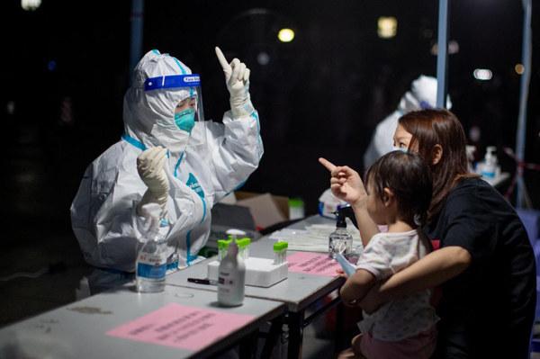 """""""杨莹好专业!""""省医支援核酸检测护士被越秀区居民发圈点赞"""