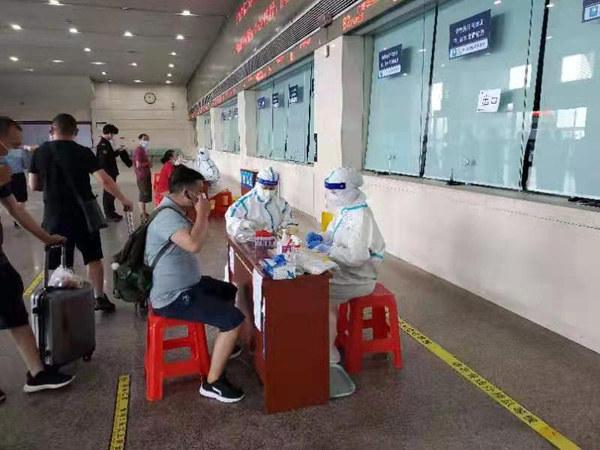 省二医为广州南站旅客提供核酸