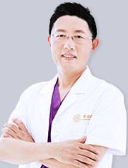 王德虎 教授/主任医师/医学硕士 国际植发协会ISHRS认证医师(大陆仅数位) 亚洲毛发修复外科协会AAHRS会员 中国整形美容协会毛发医学分会会员