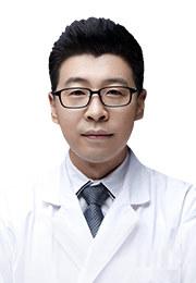韩崧 主任医师 北京同仁医院眼外伤科主任医师 全国青年联合会委员 北京市青年联合会委员