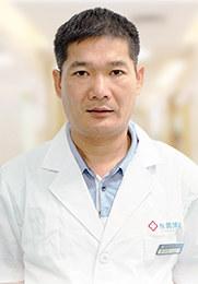 谢召宏 主治医师 从事白癜风疾病研究诊疗工作20余年 中西医结合治疗皮肤病