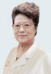 冯建春 主任 医学博士 从事中医临床与科研工作45年之余 1982年毕业于陕西中医学院