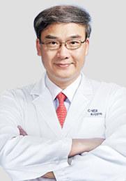 林顺潮 主任医生 连续4届评选为「世界眼科界100位影响力人物之一」 曾任亚太玻璃体视网膜学会 (APVRS)会长 国际眼科科学院 (AOI) 院士 亚太近视学会 (APMS) 秘书长 亚太眼科科学院 (AAPPO) 秘书长