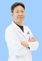 杨军 副主任医师 眼科学硕士 云南省第一人民医院眼科专家 云南省白内障学组副组长