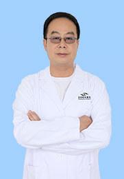 胡明贵 主治医师 2008年-2011年担任丽江华坪县人民医院院长 从事眼科工作近30年 尤其擅长白内障及小儿眼病的诊治