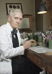 """每年约70万人感染""""超级细菌""""死亡!抗生素不是消炎药,别乱吃了"""